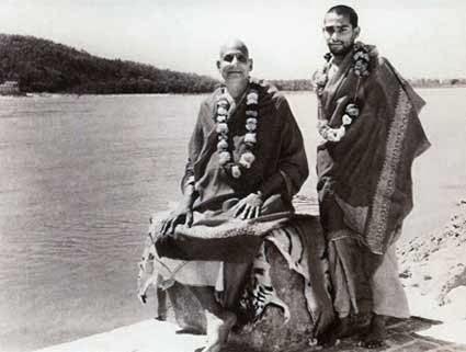 Sivananda y Vishnu Devananda