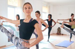 posturas de yoga en el estudio de yoga en barcelona